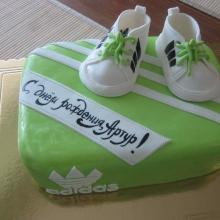 Торт с кроссовками