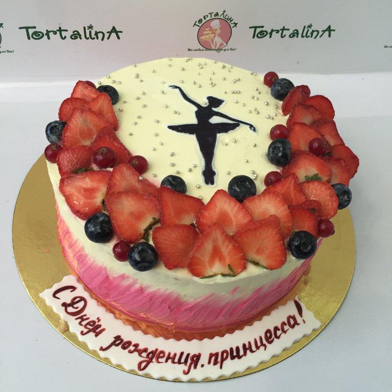 Кремовый торт корзина с цветами