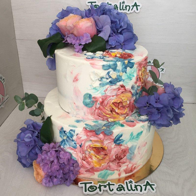 торт свадебный с живыми цветами и рисунком пионов
