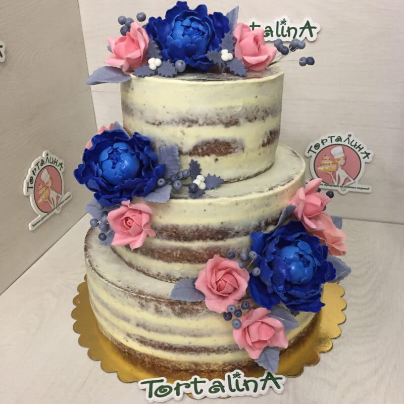 свадебный торт с синими пионами