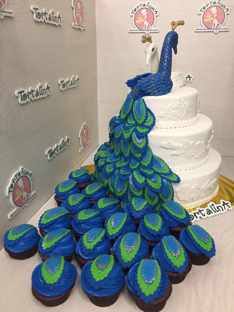 свадебный торт в виде павлина