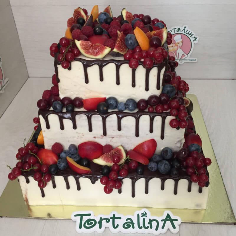 торт на юбилей с ягодами и фруктами