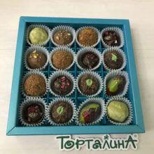 Шоколадные конфеты ручной работы набор 16 в голубом