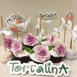 кейк попсы и маффины украшенные мастичными цветами