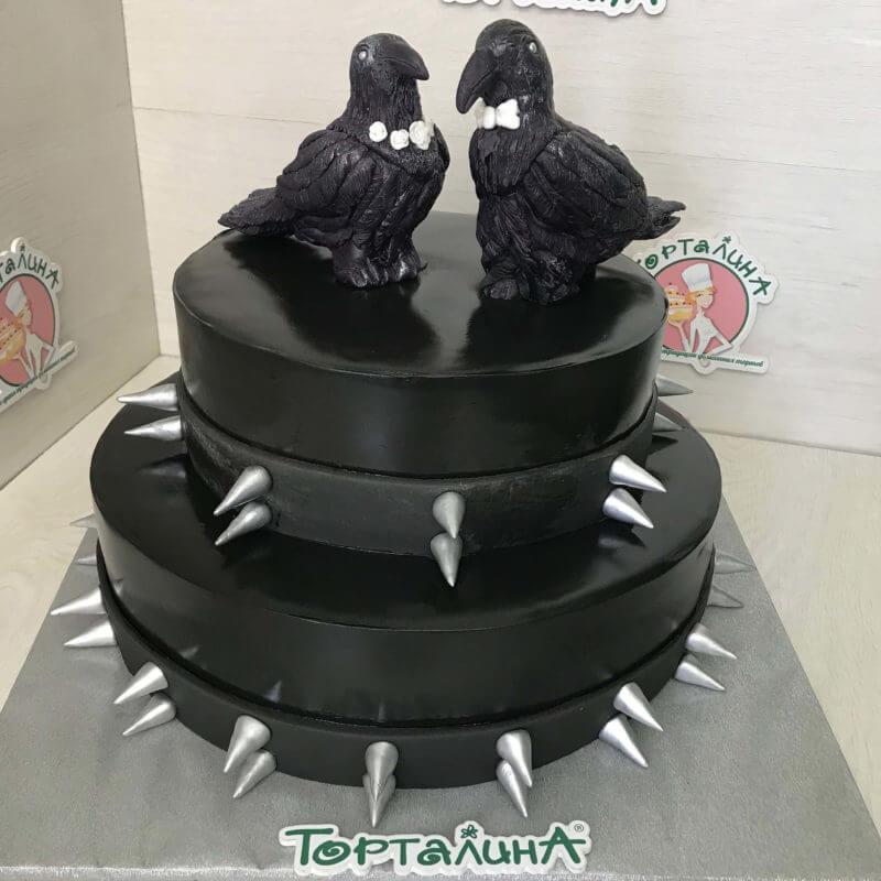 двух ярусный свадебный торт с фигурками ворон