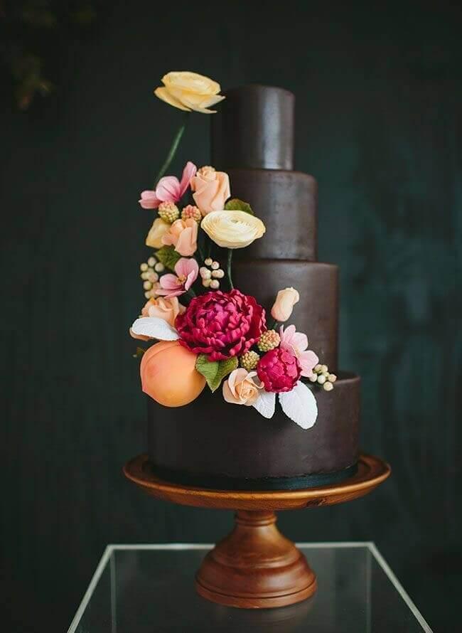 торт с цветами и фруктами