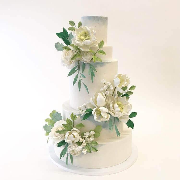 торт свадебный с белыми пионами