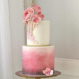 торт с розовыми цветами