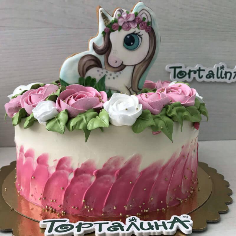 торт с фигуркой Единорога в и розочках