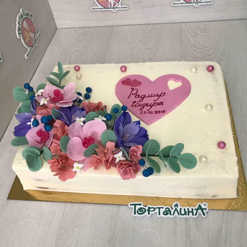 торт прямоугольный с мастичными цветами