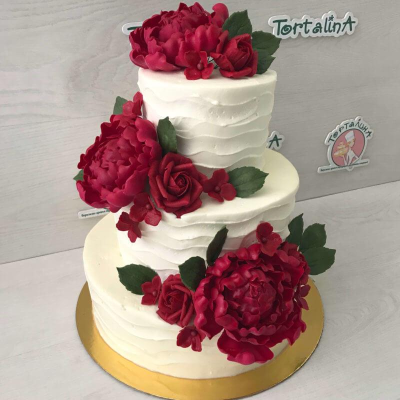 свадебный торт с красными пионами
