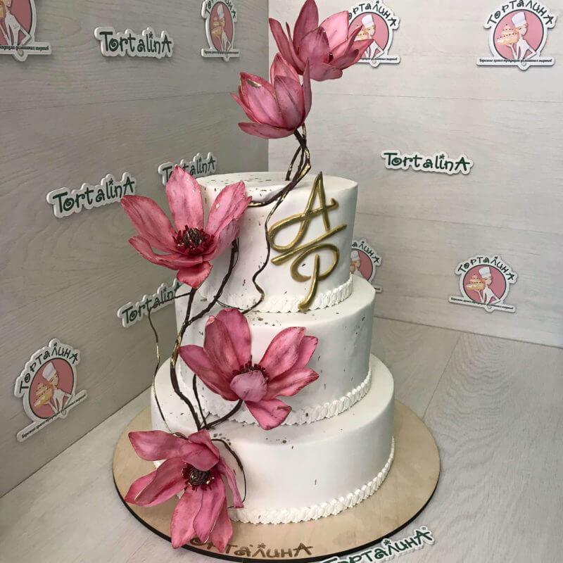 свадебный торт с магнолиями
