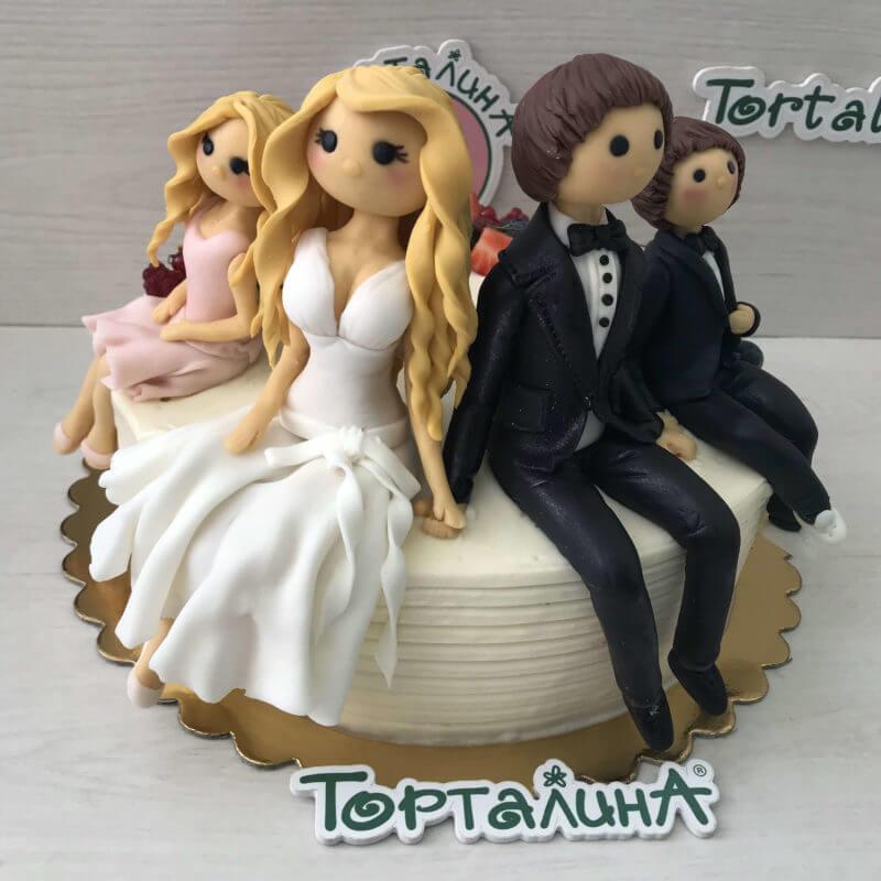 торт с фигурками семьи