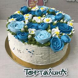 торт с синими розами из меренги в малазийской технике