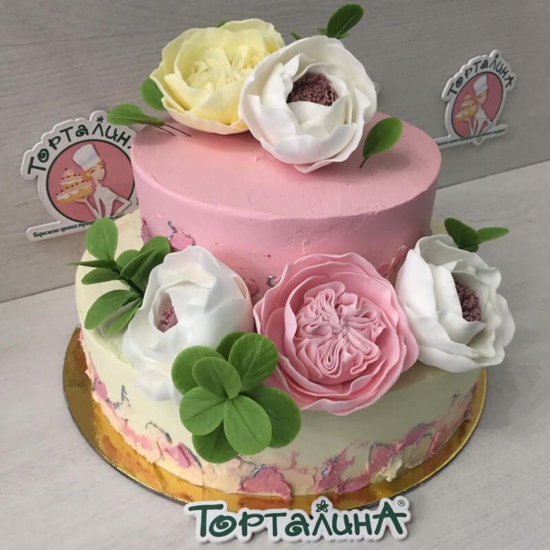 свадебный торт с крупными цветами