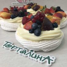 Десерт Павловой с ягодами