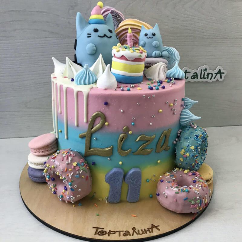торт с котиками и пончиками