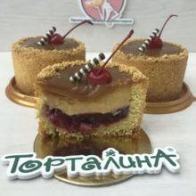 Десерт тарт С вишней и карамелью